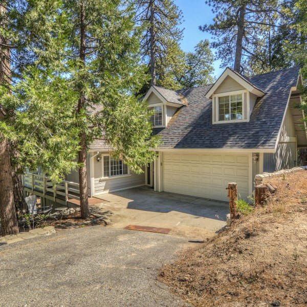 2713 Pinewood ~Lake Arrowhead