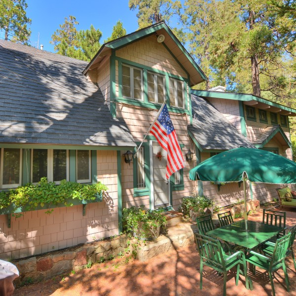 517 Burnt Mill Dr~Lake Arrowhead