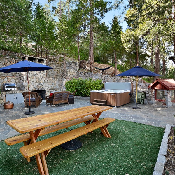344 Castlegate~Lake Arrowhead