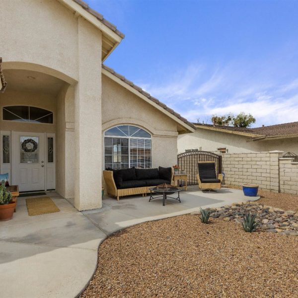 18595 Mountain Meadows Dr.~Victorville